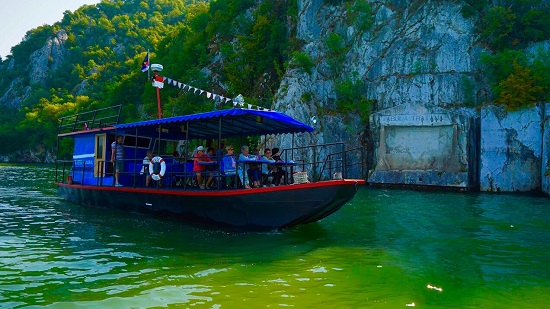 Zaplovite Dunavom u srcu Đerdapske klisure brodom